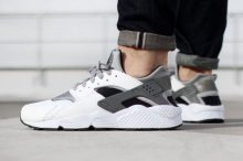 Photo d'une paire de nike Huarache sur AliExpress