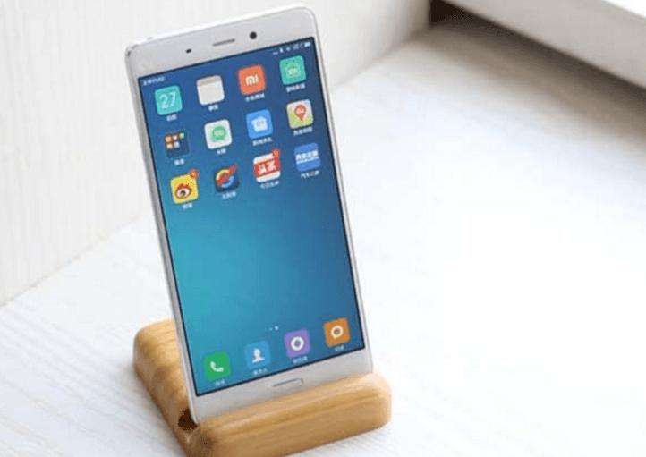 Le Xiaomi Mi5 sur un présentoir