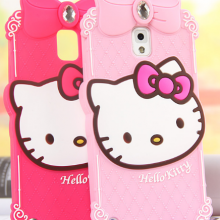 Une coque Iphone Hello Kitty sur AliExpress, en rouge et rose